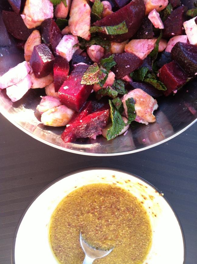 Salade poulet, betterave, feta et menthe fraiche
